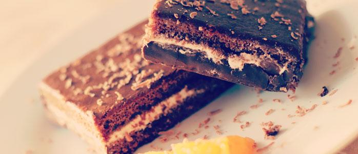 Haselnuss und Kokosnuss im Brownie