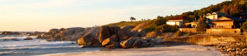 Blick auf Camps Bay bei Sonnenuntergang